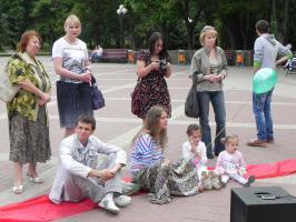 Белгородские комсомольцы провели акцию в защиту детства