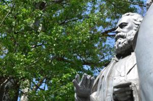 195 лет со дня рождения великого немецкого философа, социолога, экономиста и писателя Карла Генриха Маркса
