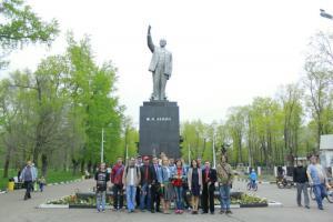 Белгородские комсомольцы приняли участие в открытии выставки, посвященной юбилею Центрального городского парка им.Ленина