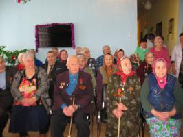 Ансамбль «Советская песня» Белгородского обкома КПРФ выступает перед ветеранами войны и труда (для сайта)