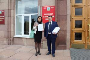 Депутаты коммунисты Белгородской области передали более 11000 подписей против проводимой «оптимизации» в сфере здравоохранения губернатору области