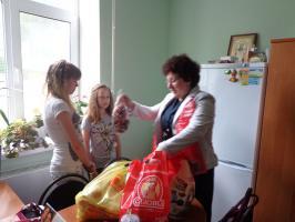 В преддверии Дня защиты детей члены Губкинского местного отделения женского союза посетили МБУ Губкинского городского округа