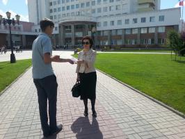 В День русского языка белгородские комсомольцы провели акцию «Стихи в кармане»