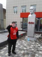 Старооскольские коммунисты возложили цветы к бюсту В.И. Ленина