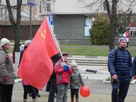 Белгородские комсомольцы отметили 100-летие  Великого Октября революционным маршем