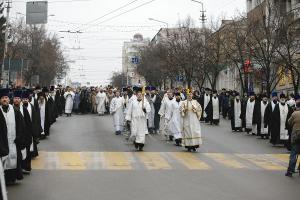Сергей Гаврилов поздравил с Рождеством «Детей войны» Белгорода, принял участие в Крестном ходе и торжественном молебне