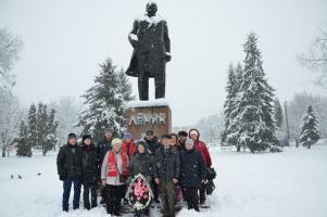 Валуйские коммунисты в День памяти Ленина провели акцию Цветы – Ильичу