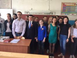 Продолжается цикл уроков: «Юные герои Отечества»: первый секретарь ЦК ЛКСМ РФ Владимир Исаков провёл урок мужества в Белгородском районе.