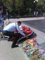8мая, в преддверии празднования 73-й годовщины со Дня Победы советского народа в Великой Отечественной войне, коммунисты и комсомольцы Белгорода возложили венок к Вечному огню на Мемориальном комплексе «Скорбящая мать».