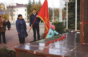 Комсомольцы и коммунисты Губкина ознаменовали 100-летний юбилей комсомола множеством разнообразных мероприятий для всех поколений горожан.
